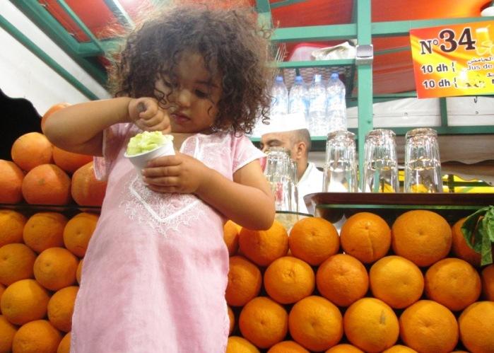 FreeToBeZ with her avocado ice-cream whilst I down a fresh orange juice (Jemaa El Fna, Marrakech)